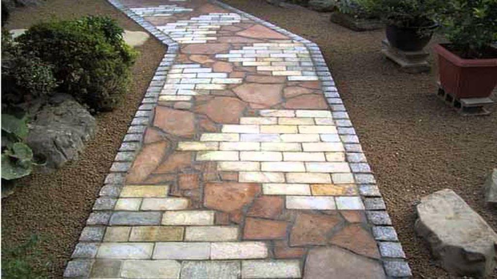 Комбинированная кладка из кирпича, пластин натурального камня, тротуарной плитки