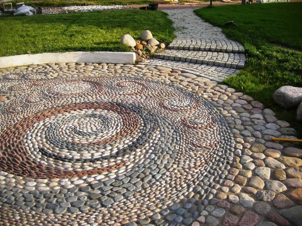 Дизайнерская кладка мозаикой из гравия, природного камня на цементном растворе