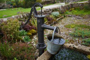 Как пробурить скважину на воду своими руками? Описание, обустройство (Фото & Видео)