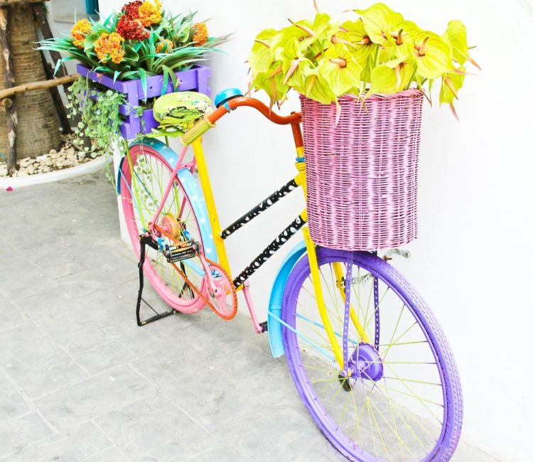 Украшенный старый велосипед