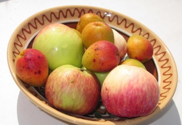 яблоки с абрикосами