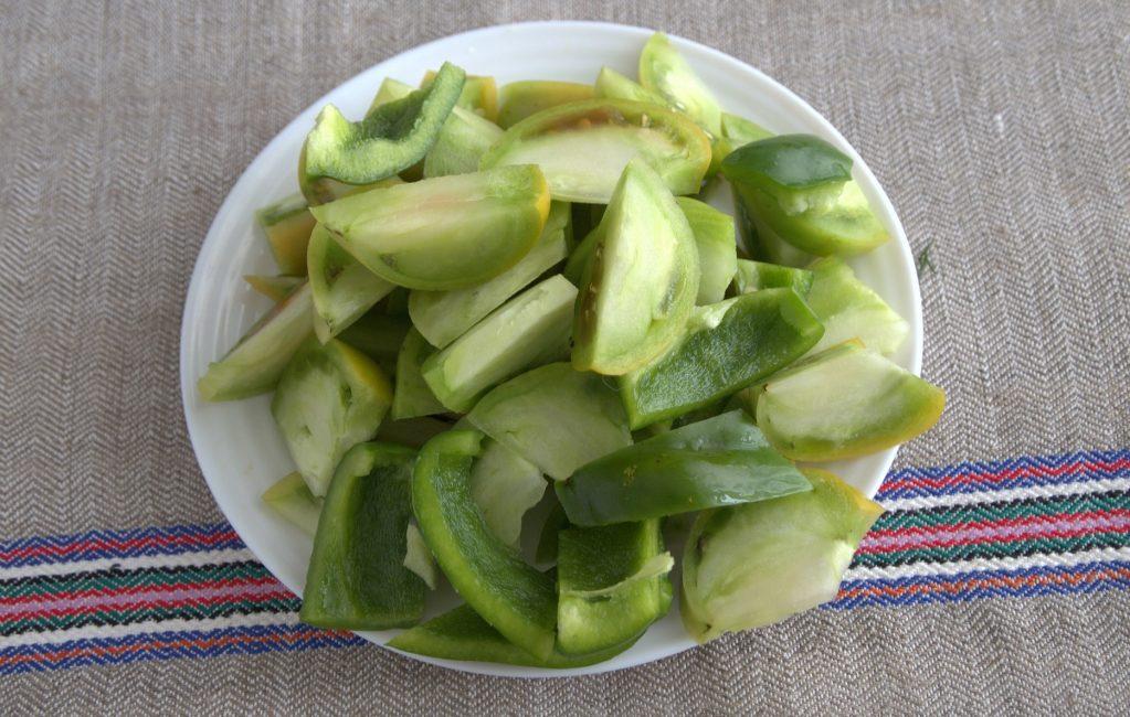 порезанные зеленые помидоры
