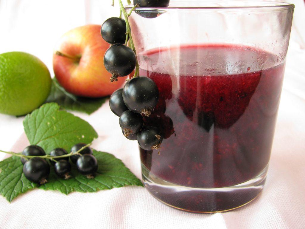 Соки из яблок: солнечный вкус лета и огромная польза на зиму