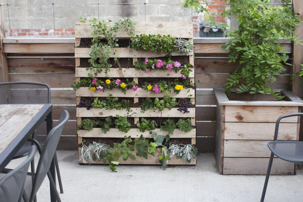 Подставки для садовых цветов своими руками фото