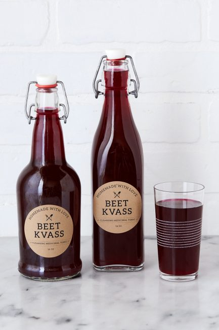 две бутылки и стакан свекольного кваса