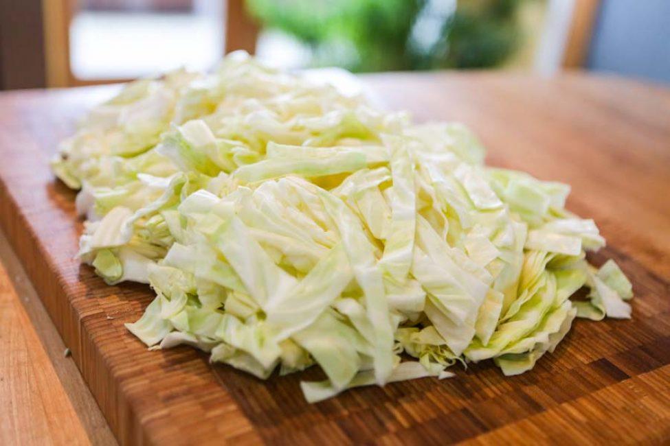 Нашинкованный кочан капусты