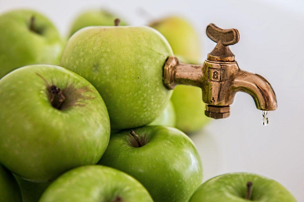 свежие яблоки для сока