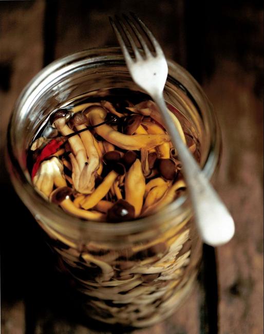 Грибочки на зиму с добавлением масла