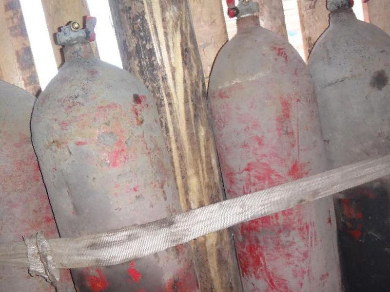 Старые газовые балоны