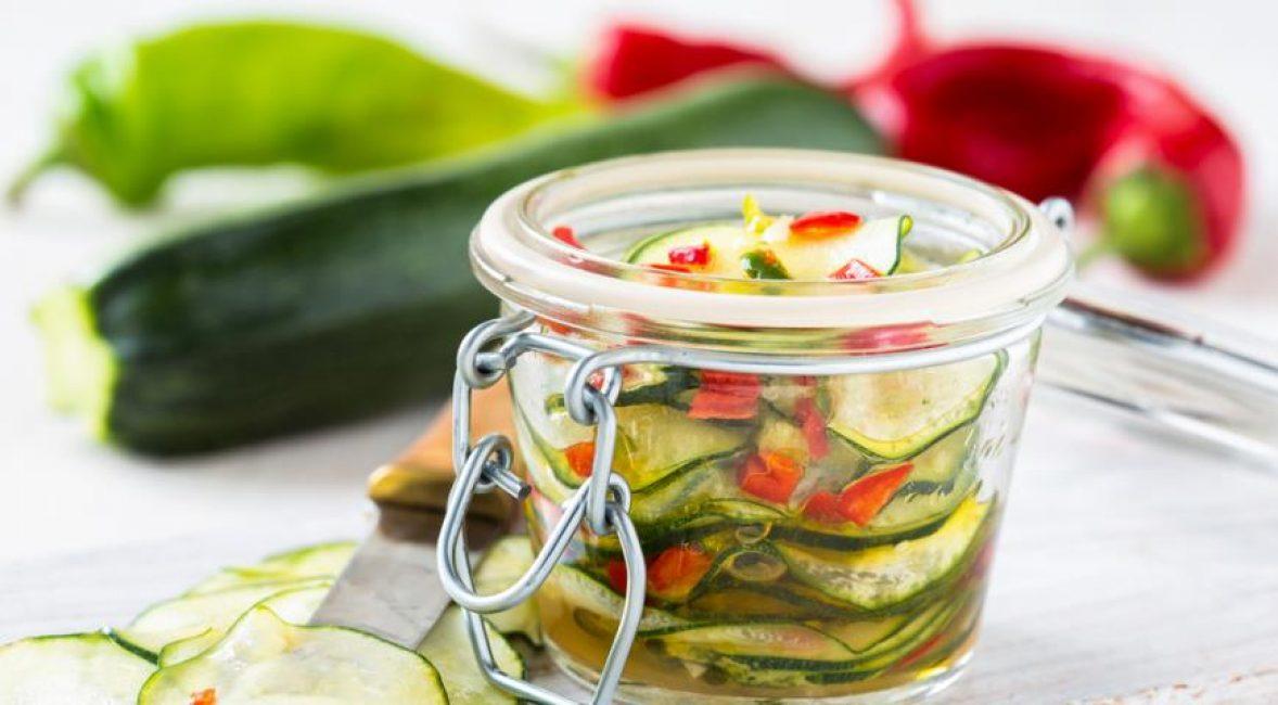 Яркие ингредиенты в цитрусовом маринаде.