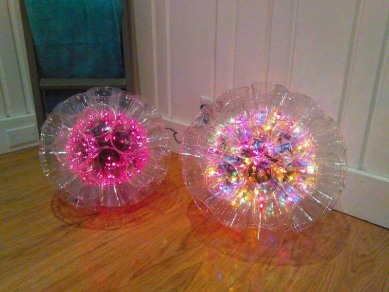 Шарики из пластиковых бутылок с лампочками