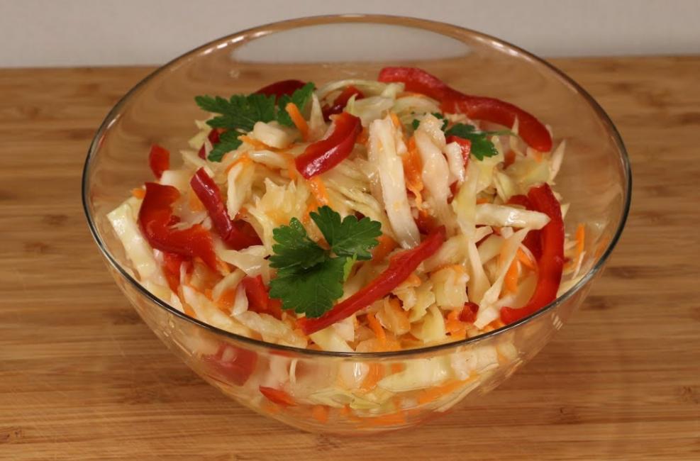 салат с квашенной капустой и перцем