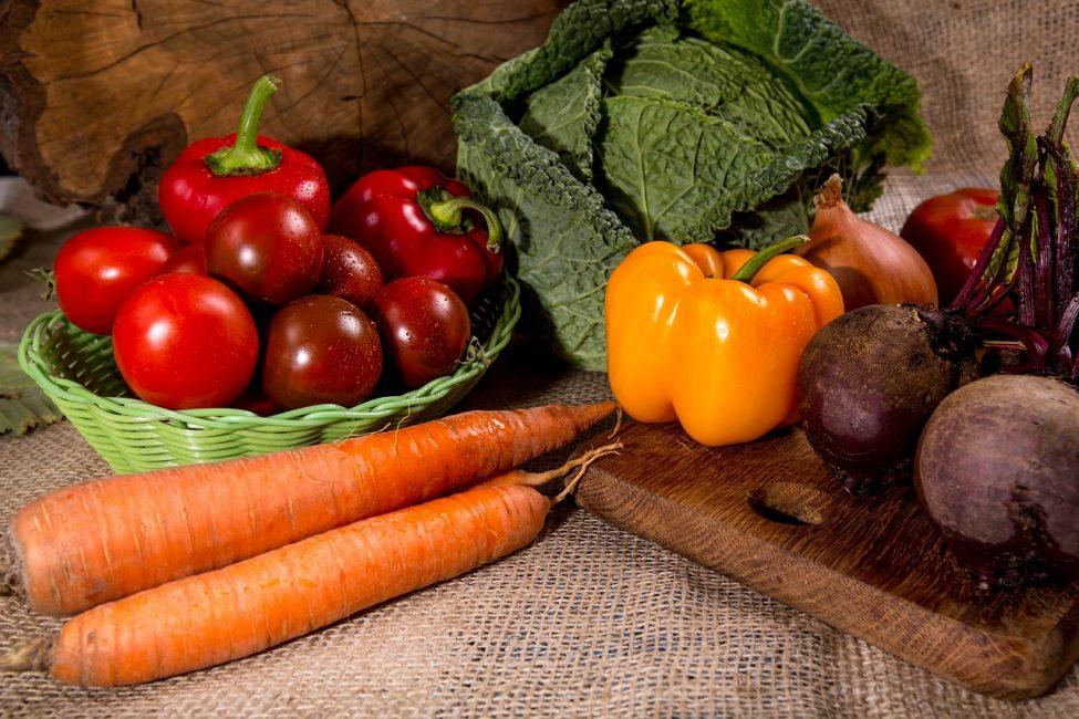 Данная культура дружит с большинством овощей, а также ягодами и специями. На первом месте - морковь, яблоки, грузди, сладкий перец, свекла.