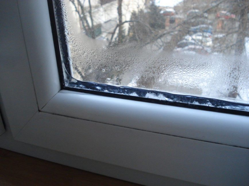 конденсат в пластиковом окне