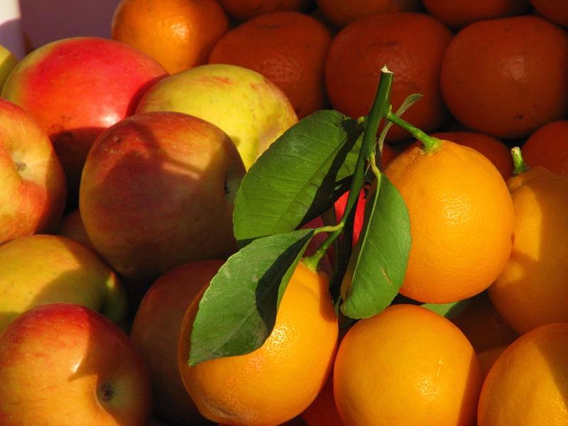 ташкентский лимоны и яблоки