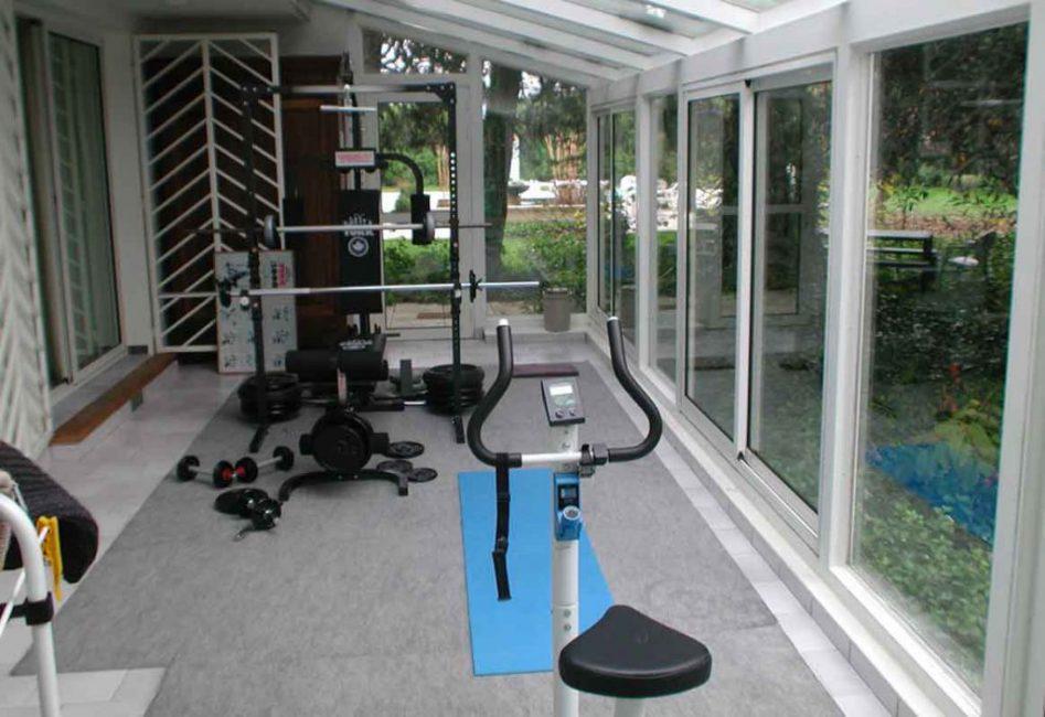 Если в доме недостаточно места для оборудования спортивного зала, используйте для этих целей веранду.
