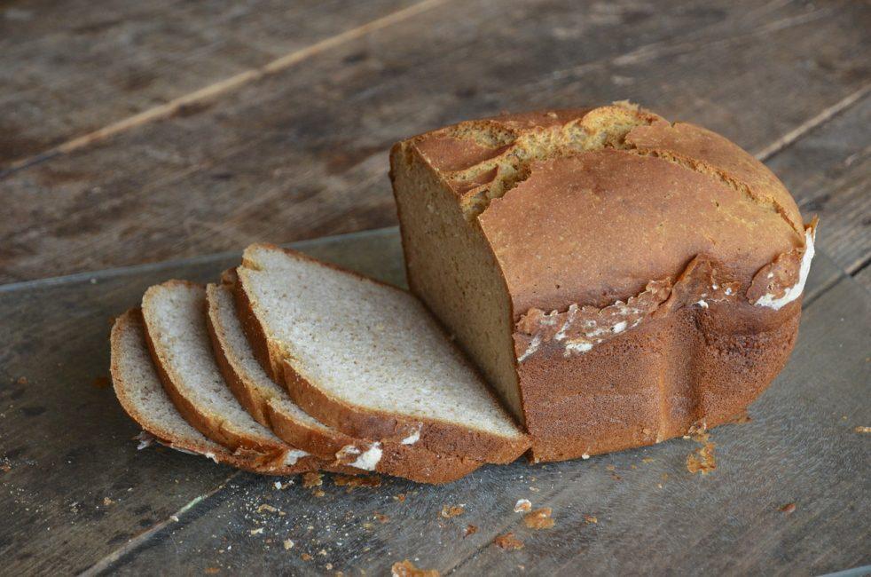 нарезанный домашний хлеб