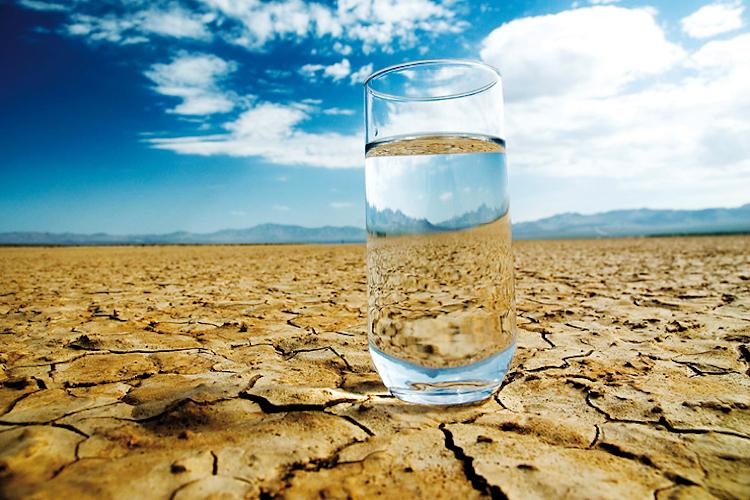 стакан воды в пустыне