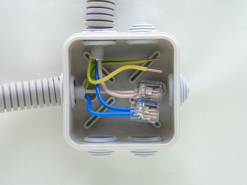 Распределительная коробка для электрических проводов