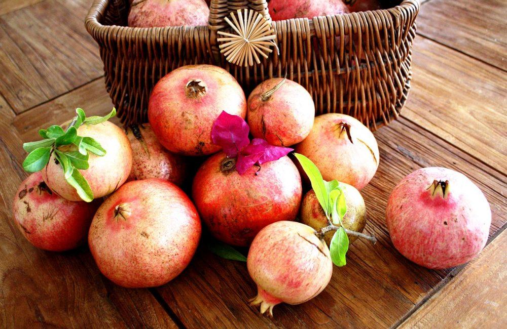 Благодаря содержанию в гранатовой кожуре алкалоидов, фрукт оказывает сильное противоглистное свойство.