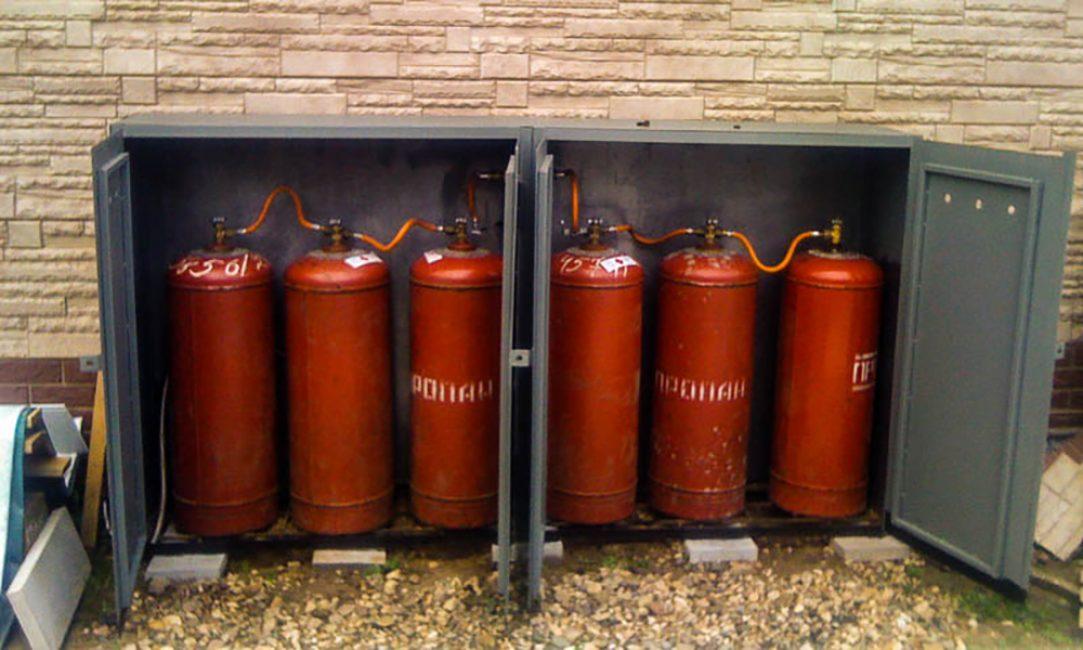 Газовые баллоны в специальных шкафах