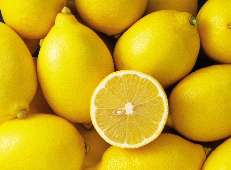 Плоды лимона Лисбон: продолговатые, с нежной мякотью и тонкой кожурой