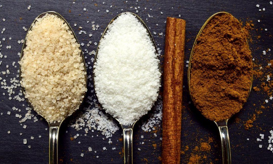 Не забывайте добавлять сахар, он необходим для работы дрожжей. Именно углеводы являются субстратом для развития дрожжевых клеток