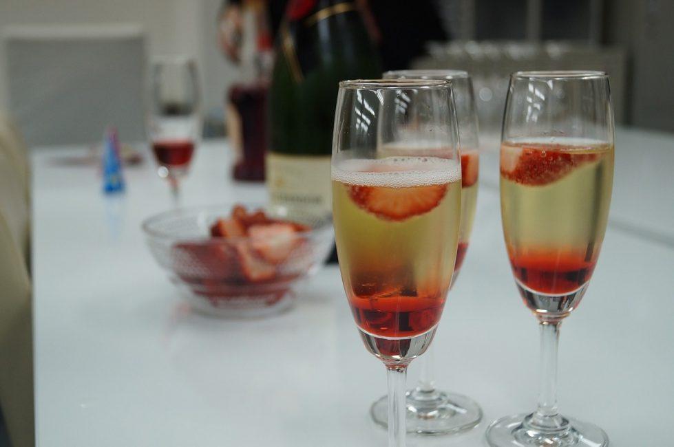 Ягодный коктейль и шампанское