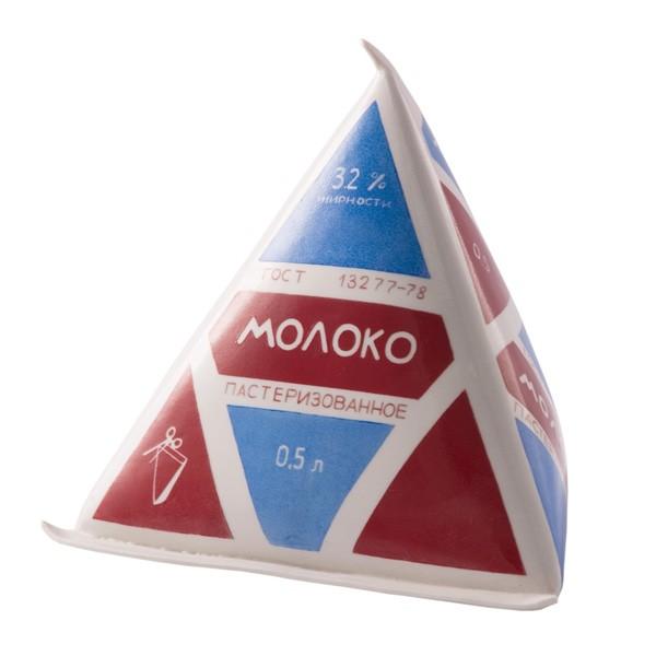 молоко в треугольной упаковке