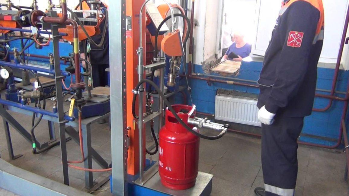 Заправка газового баллона на спец оборудовании