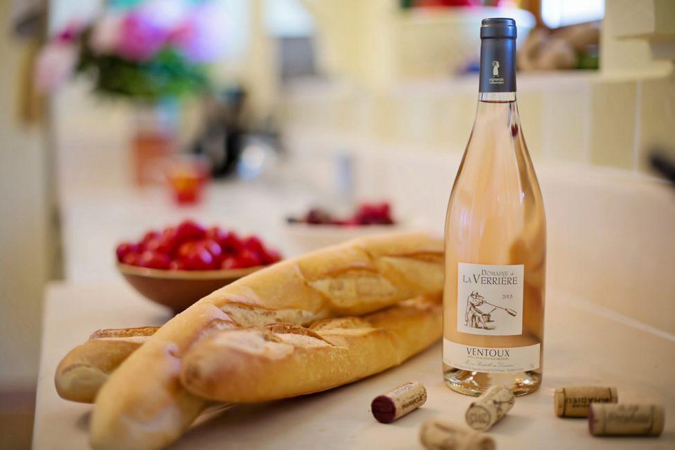 французике багеты и вино