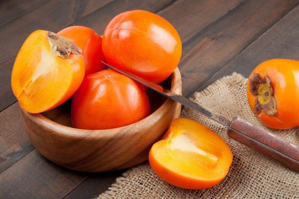 Хурму называют по-разному – «пища богов», «зимняя слива», «китайская вишня» и пр.
