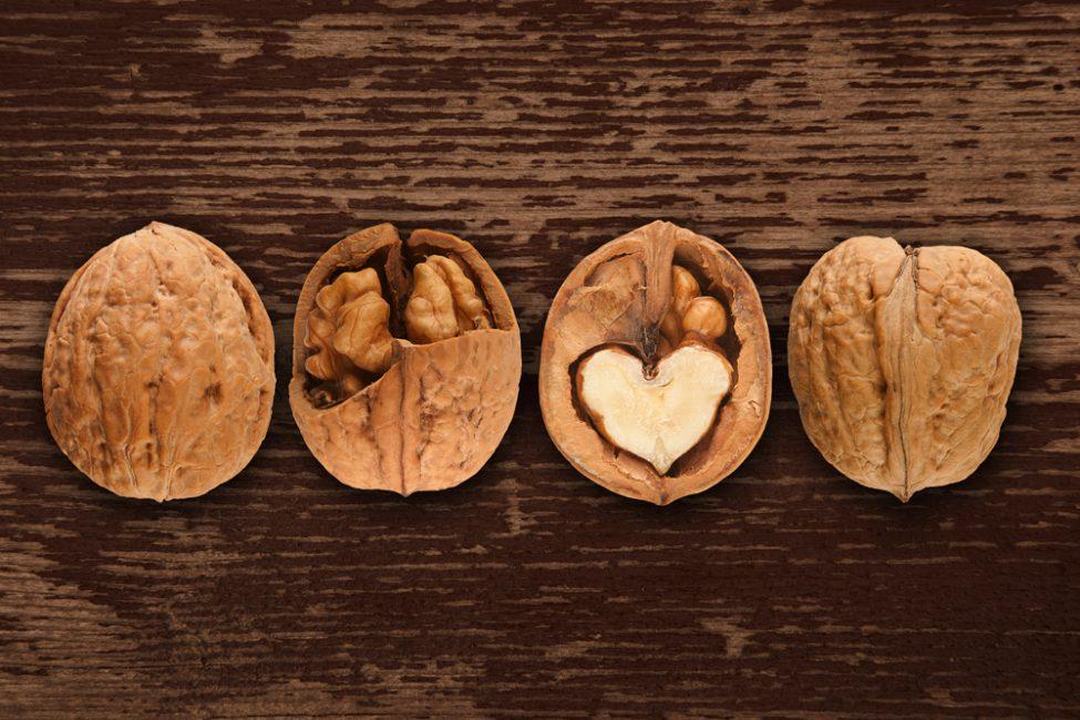 Плоды грецкого дерева особенно рекомендуется употреблять детям в период роста.