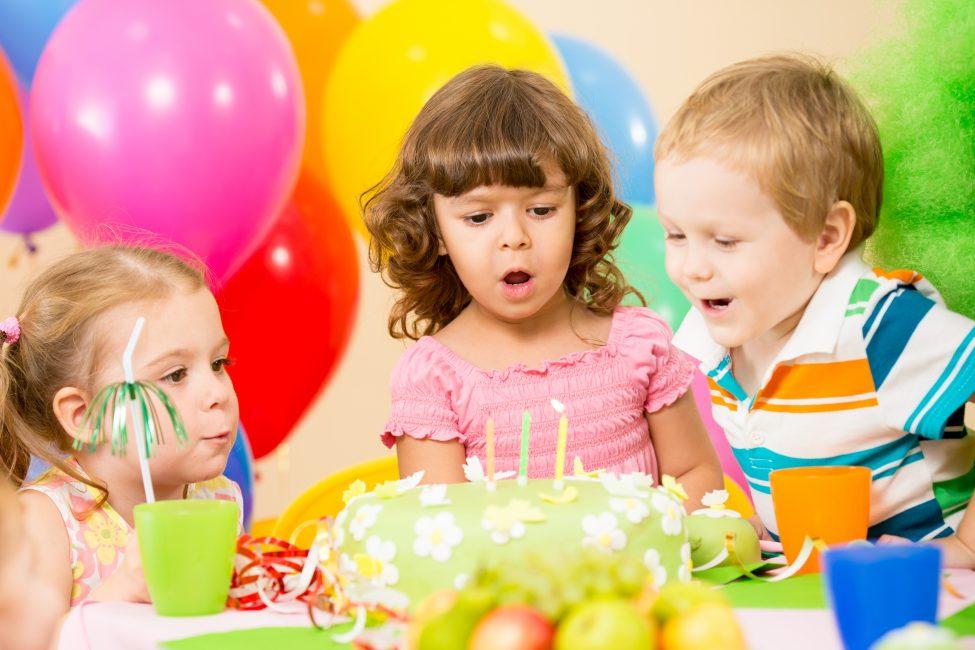 Дети на празднике 3 годика