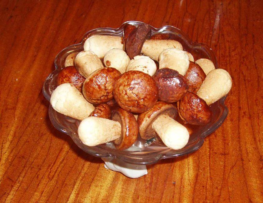 Сладкие грибы из теста