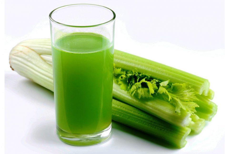 Сельдерей обладает сильным ароматом, который может отразиться на вкусе молока или снизить лактацию