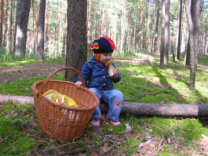 Детский организм реагирует сильнее на токсины и симптоматика более ярко выражена.