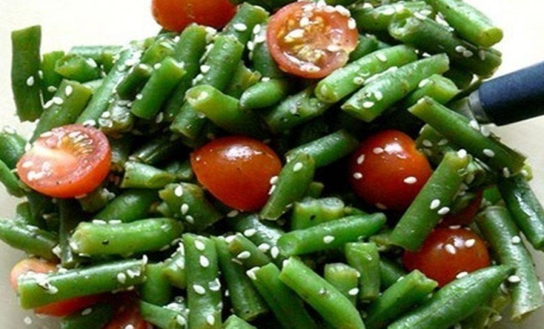 Консервированные помидоры с зеленой фасолью и базиликом
