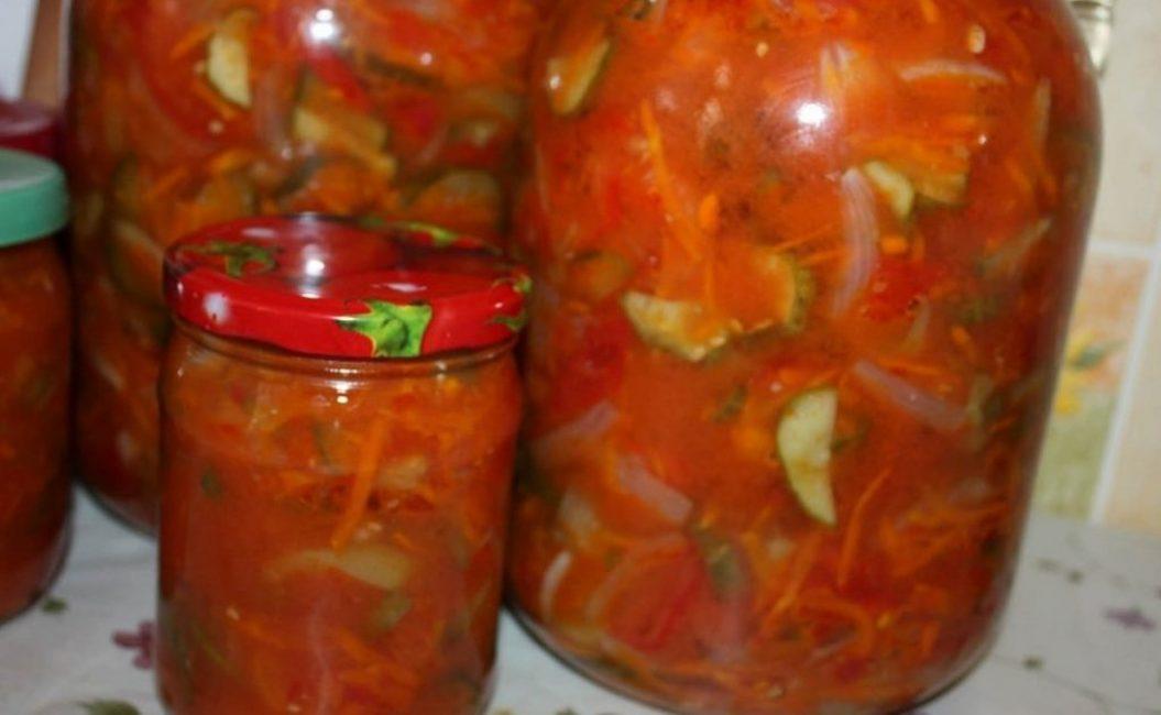 Летний салат с помидорами и огурцами