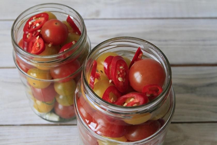 салат с консервированными помидорами