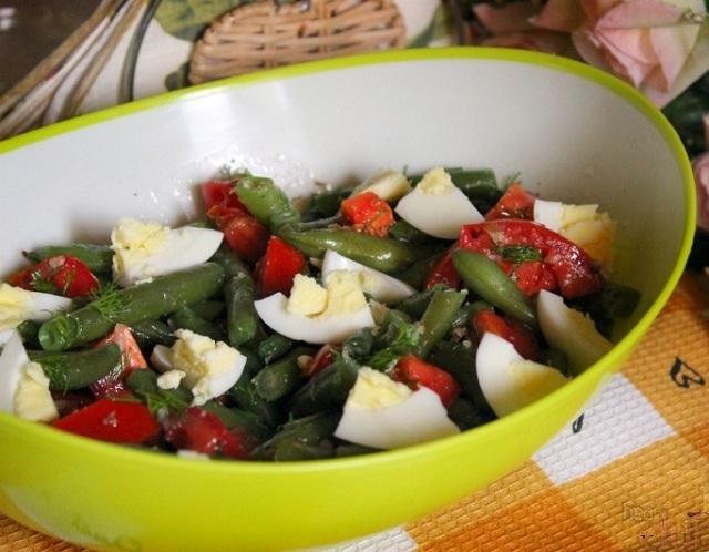 Салат со стручковой фасолью и маринованными помидорами