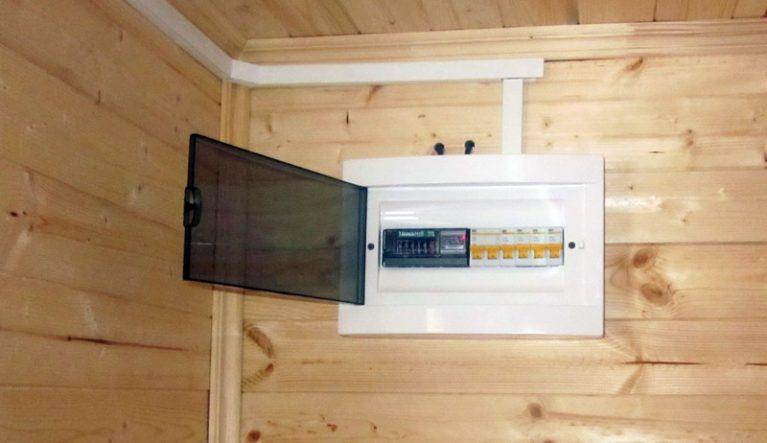 Выделите для летней кухни отдельный УЗО автомат