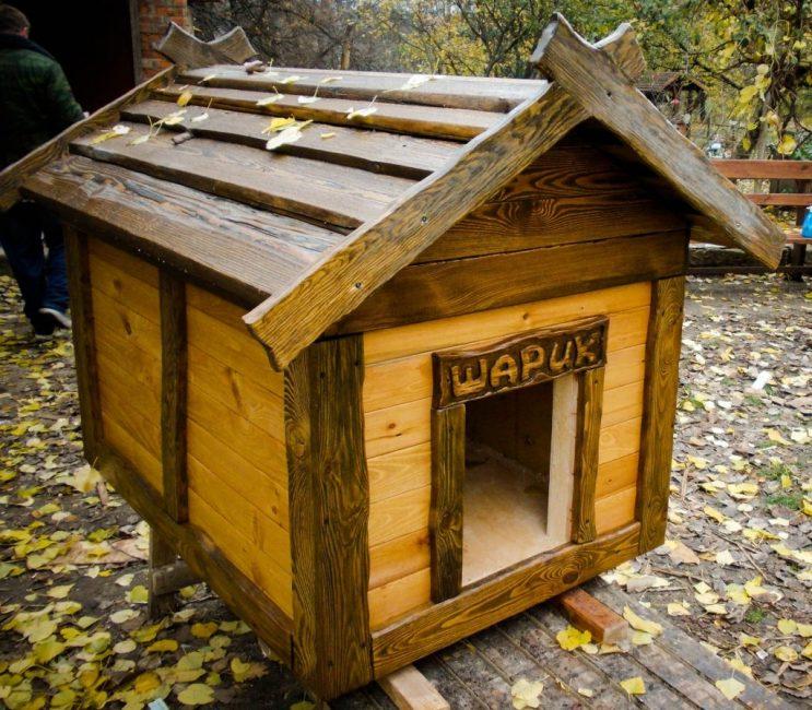 Нестареющая классика - деревянная будка