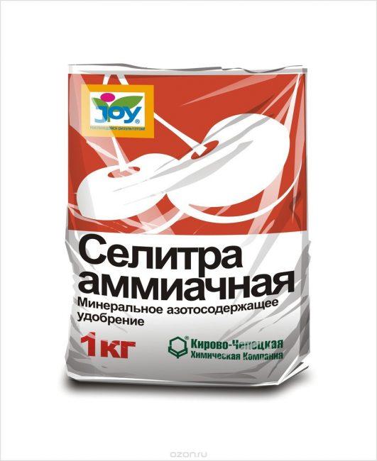 Суперфосфат категорически не совместим с азотными удобрениями, например аммиачной селитрой
