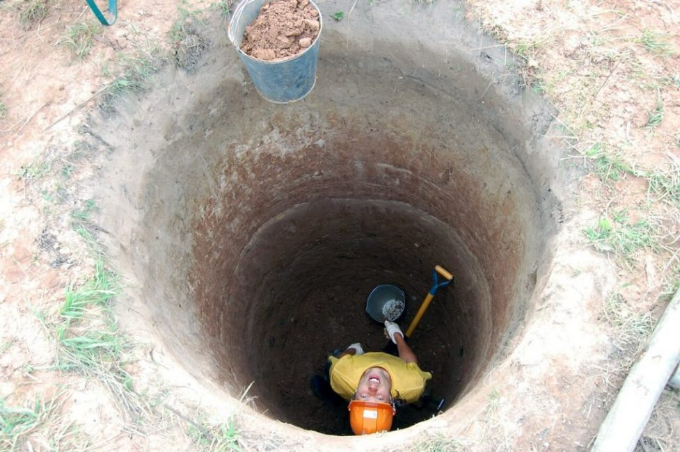 В среднем глубина шахтного колодца составляет 5-12 м