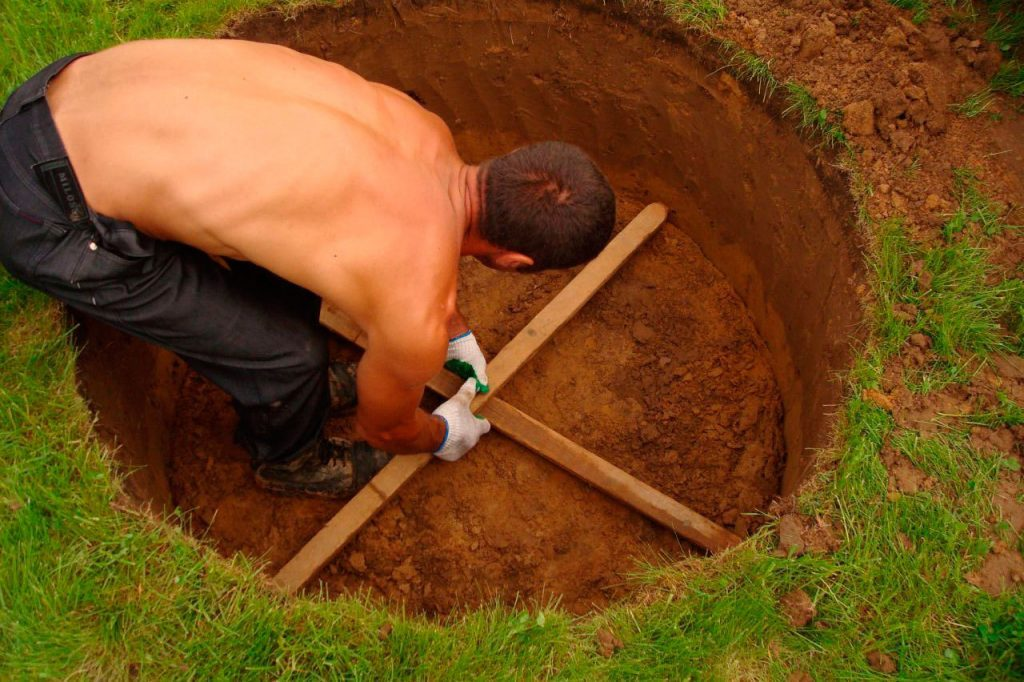 Обустройство котлована для бетонных колец