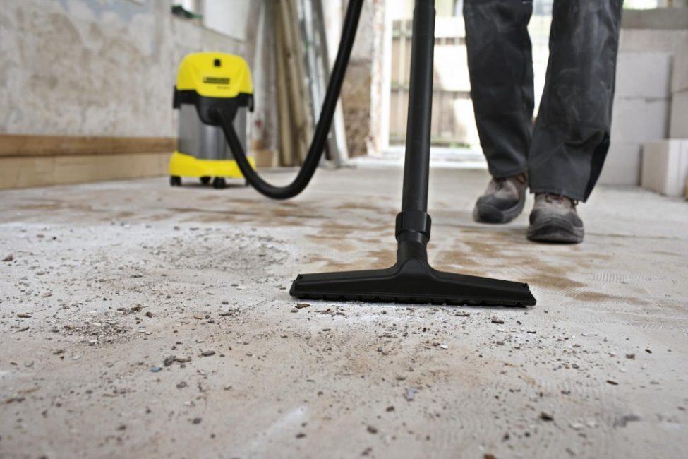 Очистка основания пылесосом