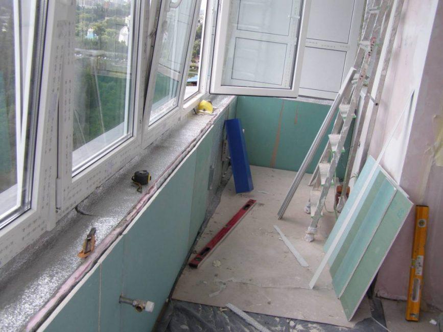 Использование гипсокартона для балкона