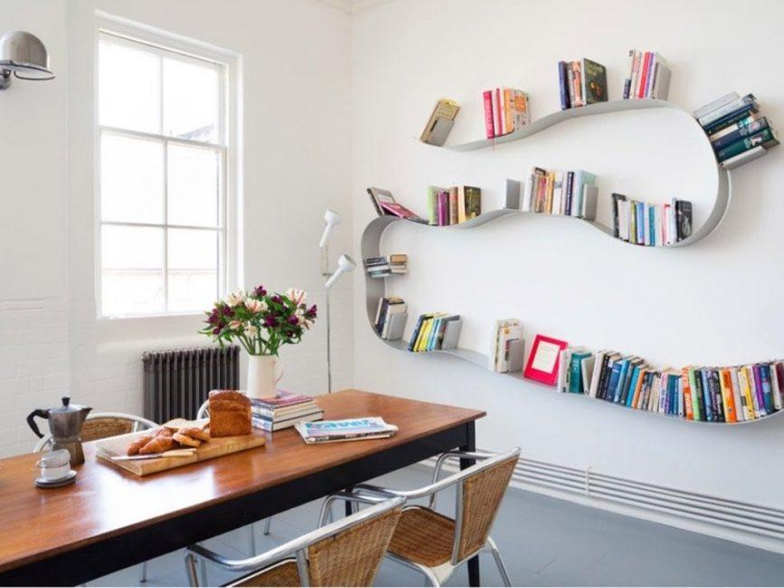 Абстрактный вариант книжной полки