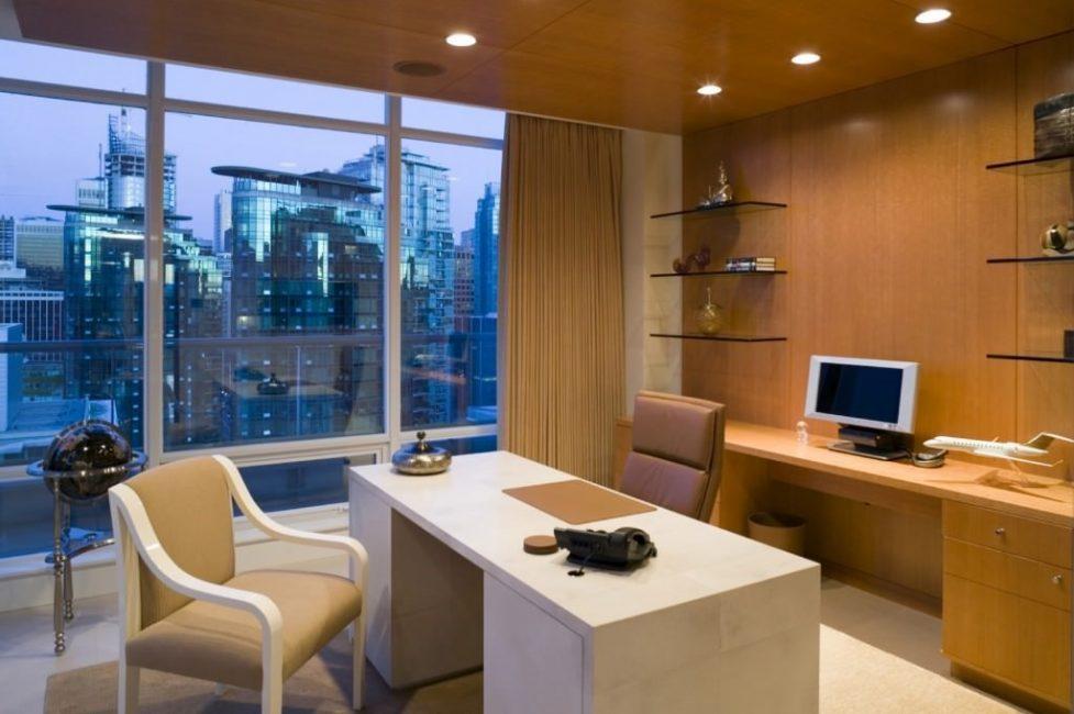 Вечернее освещение кабинета